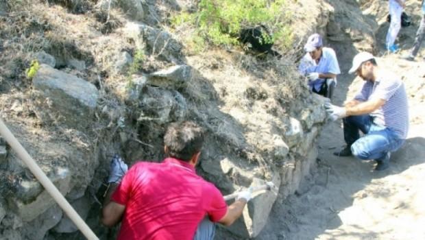Elazığ'da 3 bin yıllık kale bulundu