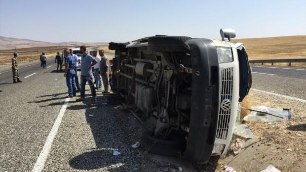 Silvan'da trafik kazası: 15 yaralı