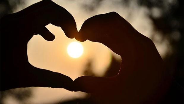Aşk Bizi Tüketirken