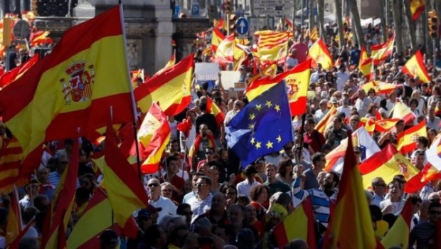 İspanyollardan Barselona'da bağımsızlık karşıtı gösteri