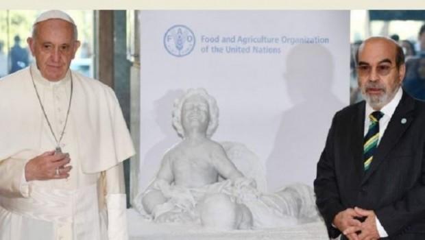 Papa BM'ye Alan Kurdi'nin heykelini hediye etti