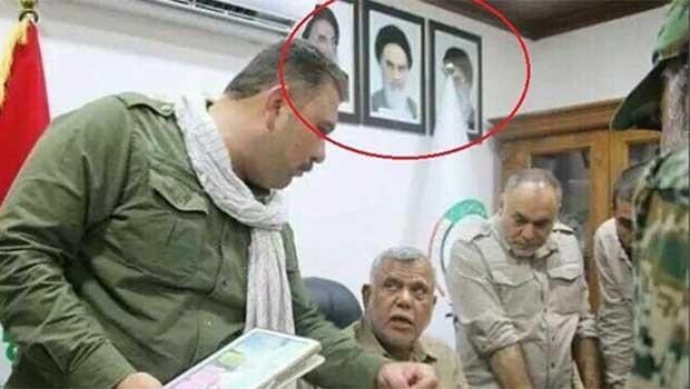 Heşdi Şabi ofislerinde Humeyni ve Hamaneyi'nin fotografları asılı