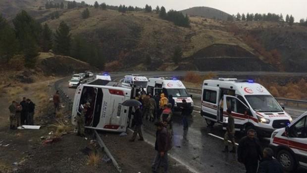 Elazığ-Diyarbakır yolunda feci kaza: Çok sayıda yaralı var