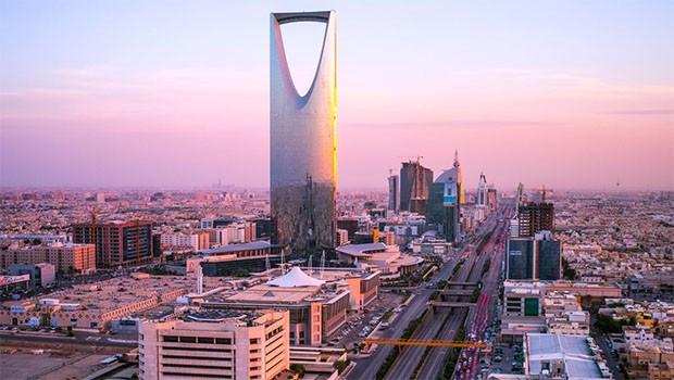 Riyad'da patlama! Dumanlar yükseliyor...