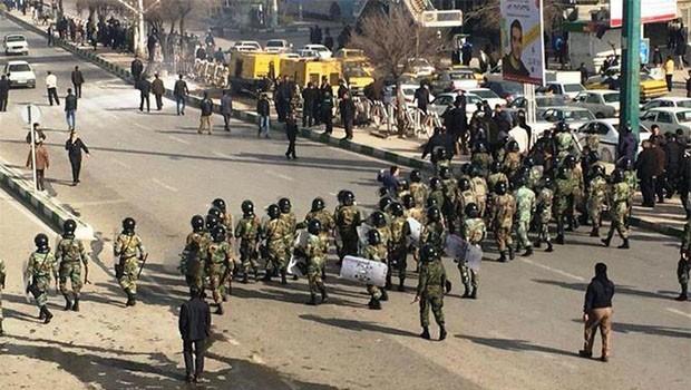 İran'daki protestolarda ölü sayısı 10'a yükseldi