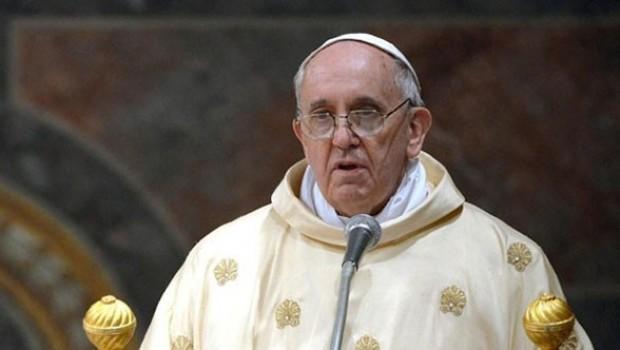 Papa: İnsanlık 2017'yi yaraladı