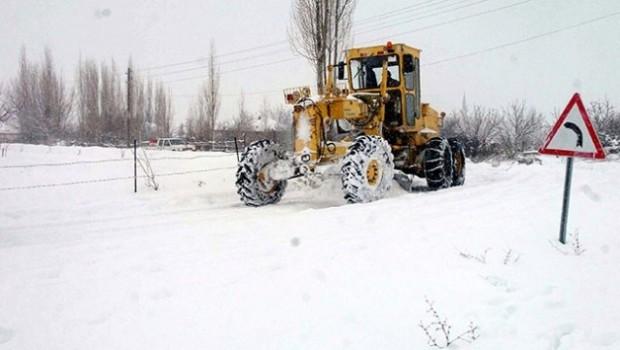 99 yerleşim birimi kar ve tipiden ulaşıma kapandı