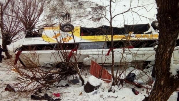 Mus'ta yolcu otobüsü dereye uçtu: 6 ölü, 34 yaralı