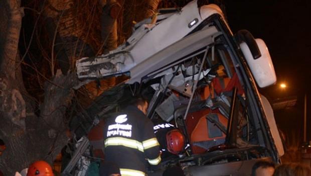 Eskişehir'de tur otobüsü kaza yaptı: 13 ölü, 42 yaralı
