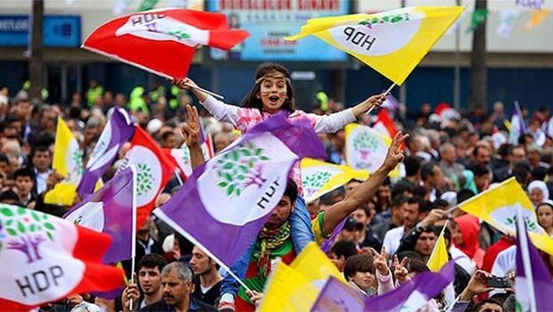 HDP'de biri doğudan, biri batıdan iki öz eleştiri öne çıktı
