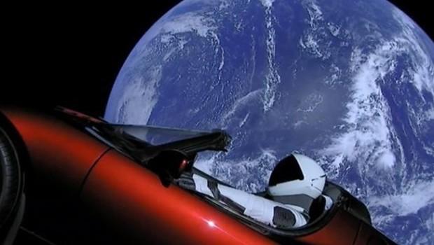 Elon Musk Tesla arabayı uzaya nasıl yolladı?