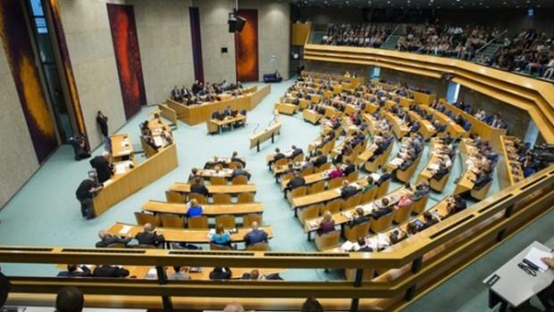 Hollanda Parlamentosu 1915 olaylarını 'Ermeni Soykırımı' olarak tanıdı