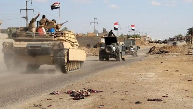 Irak güçleri yine IŞİD'ten kaçıyor, Peşmerge savunmaya hazır