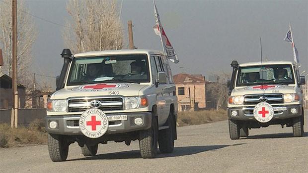 Kızılhaç Afrin ve Tel Rıfat'a yardım konvoyu gönderildiğini duyurdu