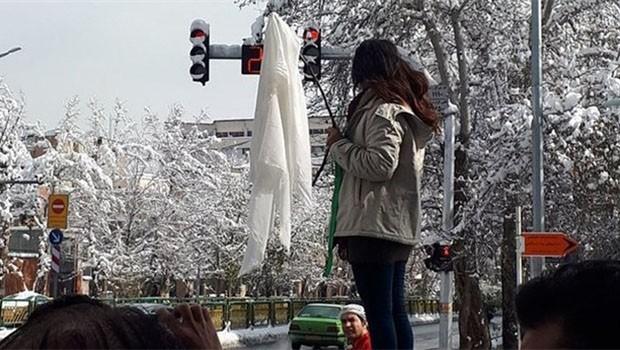 İran'da başörtüsü protestosuna 2 yıl hapis cezası