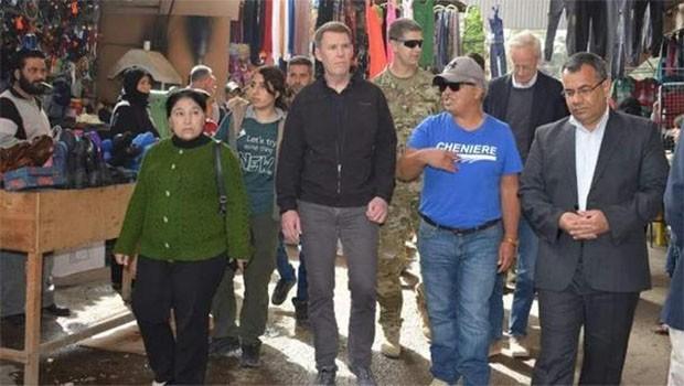 ABD'li Komutanlar, Menbic'te Çarşıyı Dolaştılar