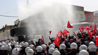 Hasankeyf'te tahliyeyi protesto eden esnafa tazyikli su ve gaz