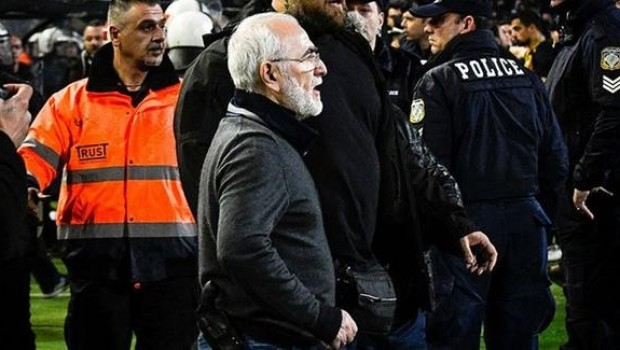 Sahaya silahla giren PAOK Başkanı'na rekor ceza