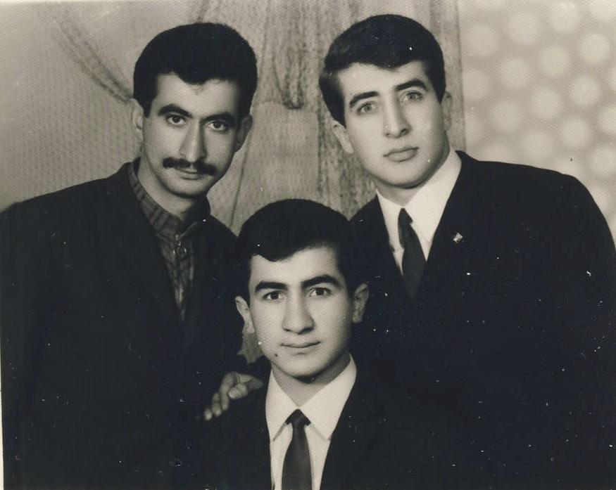Yekta Uzunoğlu, kardeşi Erdin ve arkadaşı Cevdet ile - 1968