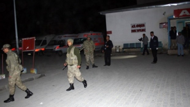 Ağrı'da Askeri araç devrildi
