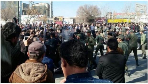 Doğu Kürdistan'da eylemler 10'uncu gününde