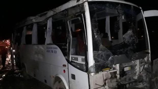 Yolcu midibüsü devrildi: 30 yaralı