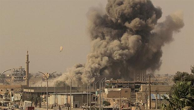 Suriye ordusuna ait askeri üslere füze saldırısı