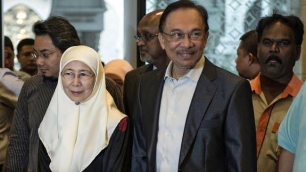 Malezya'da iktidar değişimi ardından hapisteki lidere af getirildi