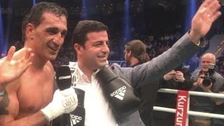 Dünyaca ünlü Kürd boksörden Demirtaş'a destek