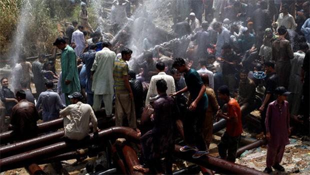 Pakistan'da sıcak dalgası: Onlarca ölü  var!