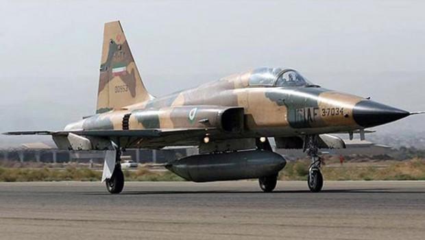 İran'da askeri uçak düştü