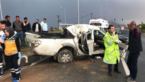 Bitlis'te işçileri taşıyan araç kaza yaptı: 3 ölü 4 yaralı
