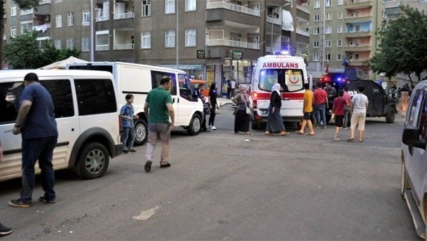 Diyarbakır'da silahlı kavga: 3 yaralı