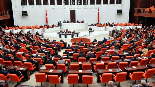 AKP'nin vekil sayısı 290'a düştü
