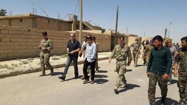 McGurk'tan Rakka'da YPG'ye kritik ziyaret