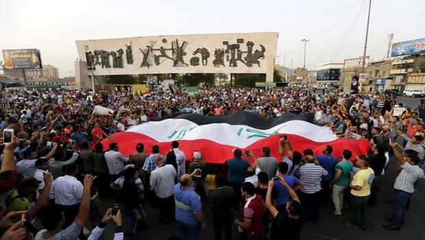 Irak'ta halk sokaklarda