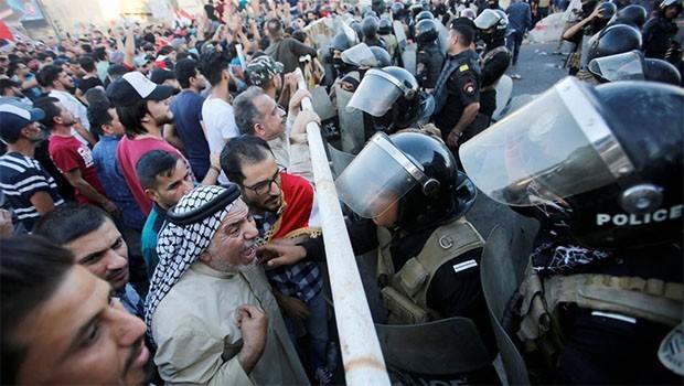 Bağdat'ta gösteriler nedeniyle yollar kapatıldı