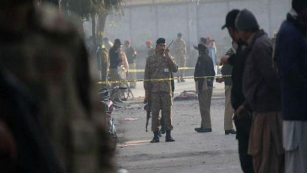 Pakistan'da kanlı seçim! En az 25 ölü!
