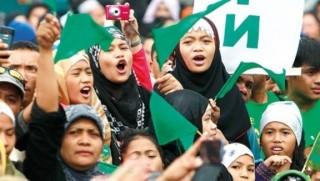 Duterte, Moro Müslümanları için özerklik tasarını onayladı