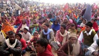 Hindistan'da 7 kişilik aile yoksulluktan intihar etti