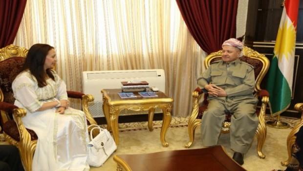 Kürt dostu yazardan Başkan Barzani'ye hediye
