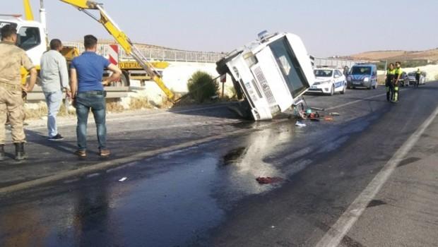 Antep'te işçi servisi devrildi: Çok sayıda yaralı var