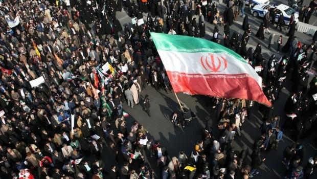 İran'da bozulan ekonomi protestoları artırdı