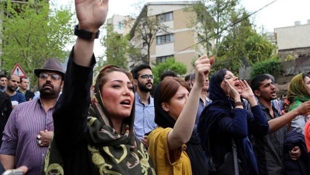 İran'da protestolar 10 büyük kente yayıldı