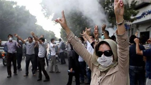 İran'da protesto devam ediyor.. Rojhılat'ta halka ateş açıldı!