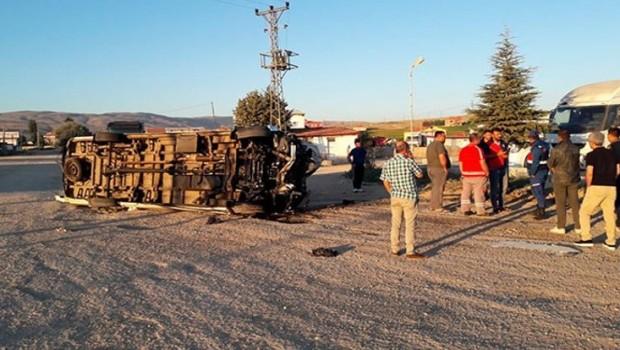 Malatyaspor taraftarlarını taşıyan minibüs devrildi: Yaralılar var...