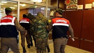 İki Yunan askeri serbest bırakıldı