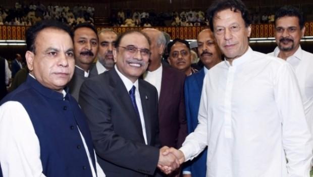 Pakistan'ın yeni Başbakanı yemin etti