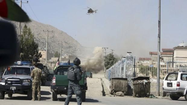 Başkanlık Sarayı'na canlı yayında roketli saldırı