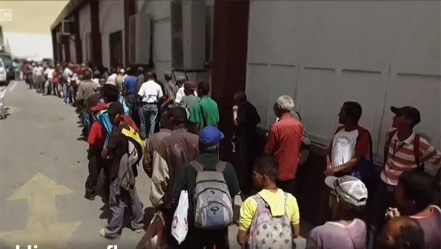 Venezuela'da ekonomik kriz: Nüfusun yüzde 7'si ülkeyi terk etti